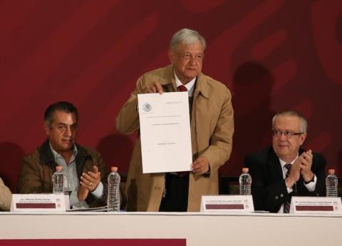 AMLO firmó decreto para reducción de IVA e ISR en la frontera norte