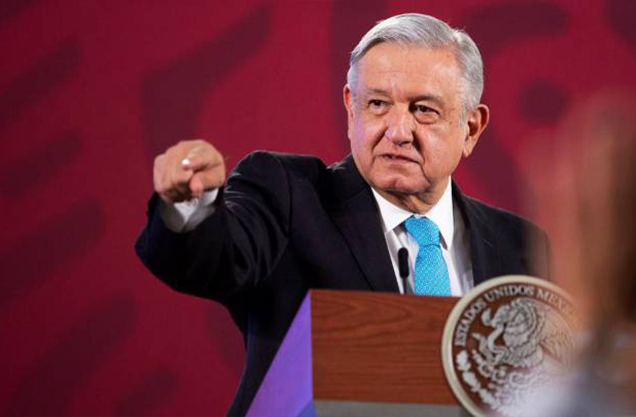 AMLO duda de empresas fantasma en la SEV; respalda a Cuitláhuac