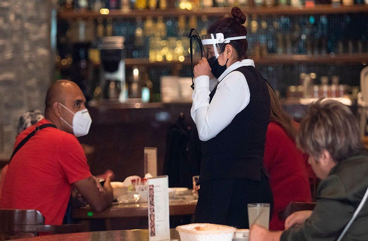 Ante pandemia, condonarán impuestos a restaurantes de CDMX