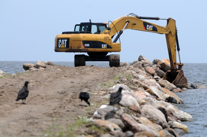 Construcción de escollera impacta en reducción de playas en Antón Lizardo