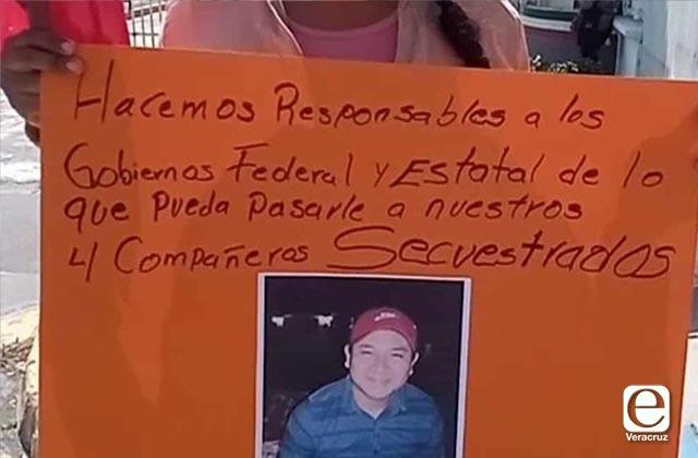 Denuncian privación de la libertad de 4 antorchistas en el Puerto