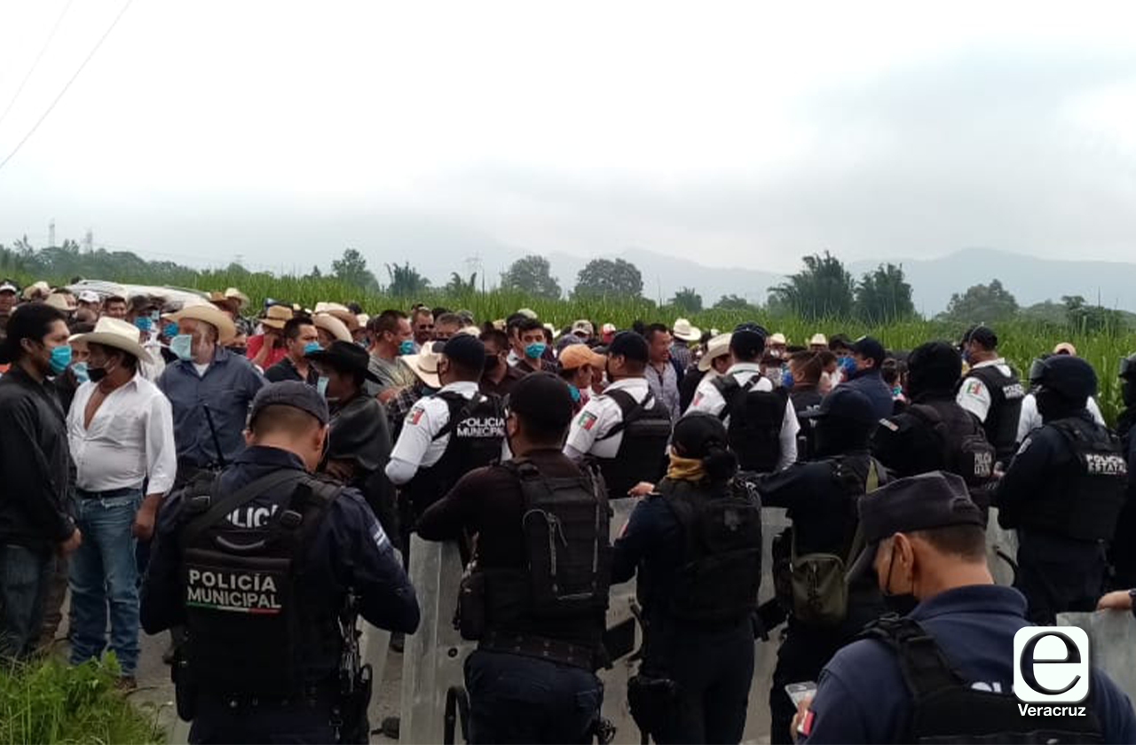 SSP bloquea a campesinos de Loma Grande; exigen liberación de juez