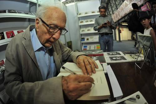 Ante negativa a entregar biblioteca de Sergio Pitol a UV, así respondió la rectora