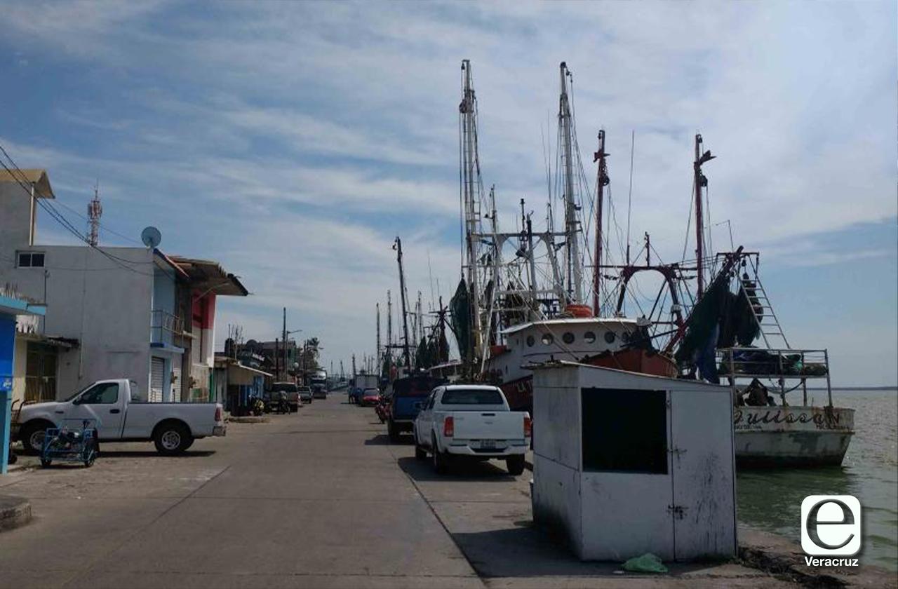 Armadores de Alvarado amagan con parar flota pesquera