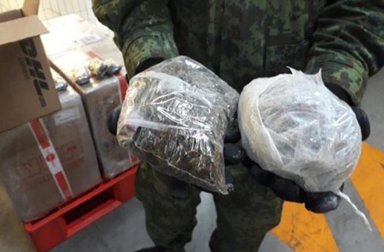 Armas y drogas, lo más asegurado en aeropuerto de Veracruz
