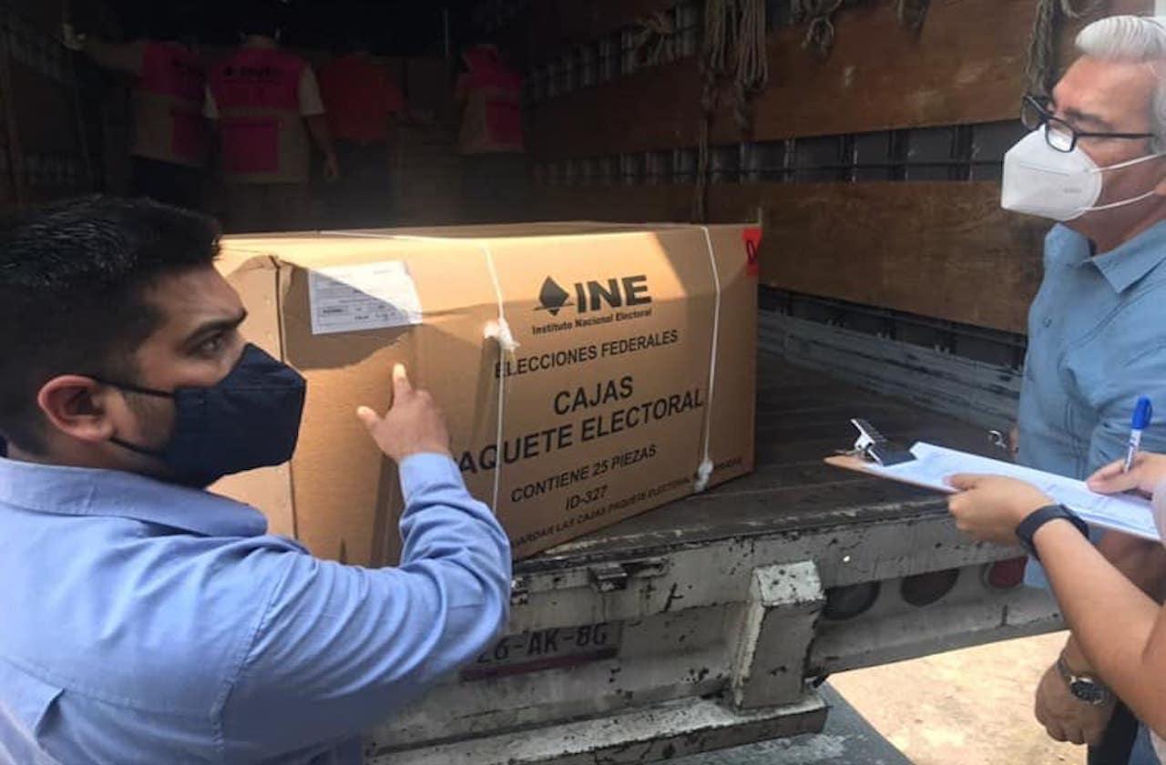 Arriban a Veracruz primeros paquetes con materiales electorales