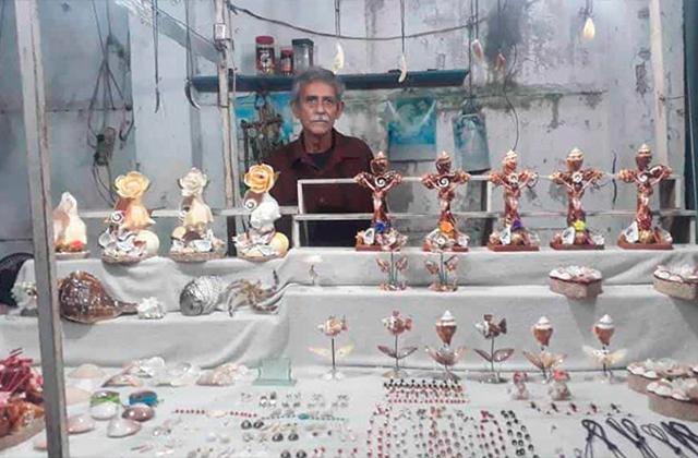 Artesanos de la Plaza de Artesanías El Cajón, sobreviven sin ventas