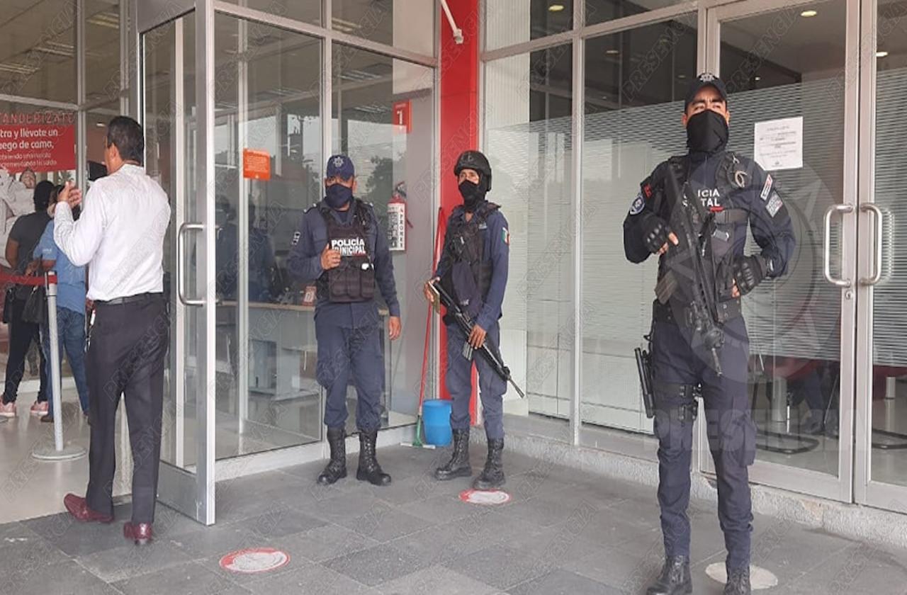 Asaltan a usuarios que hacían fila en banco de Coatzacoalcos