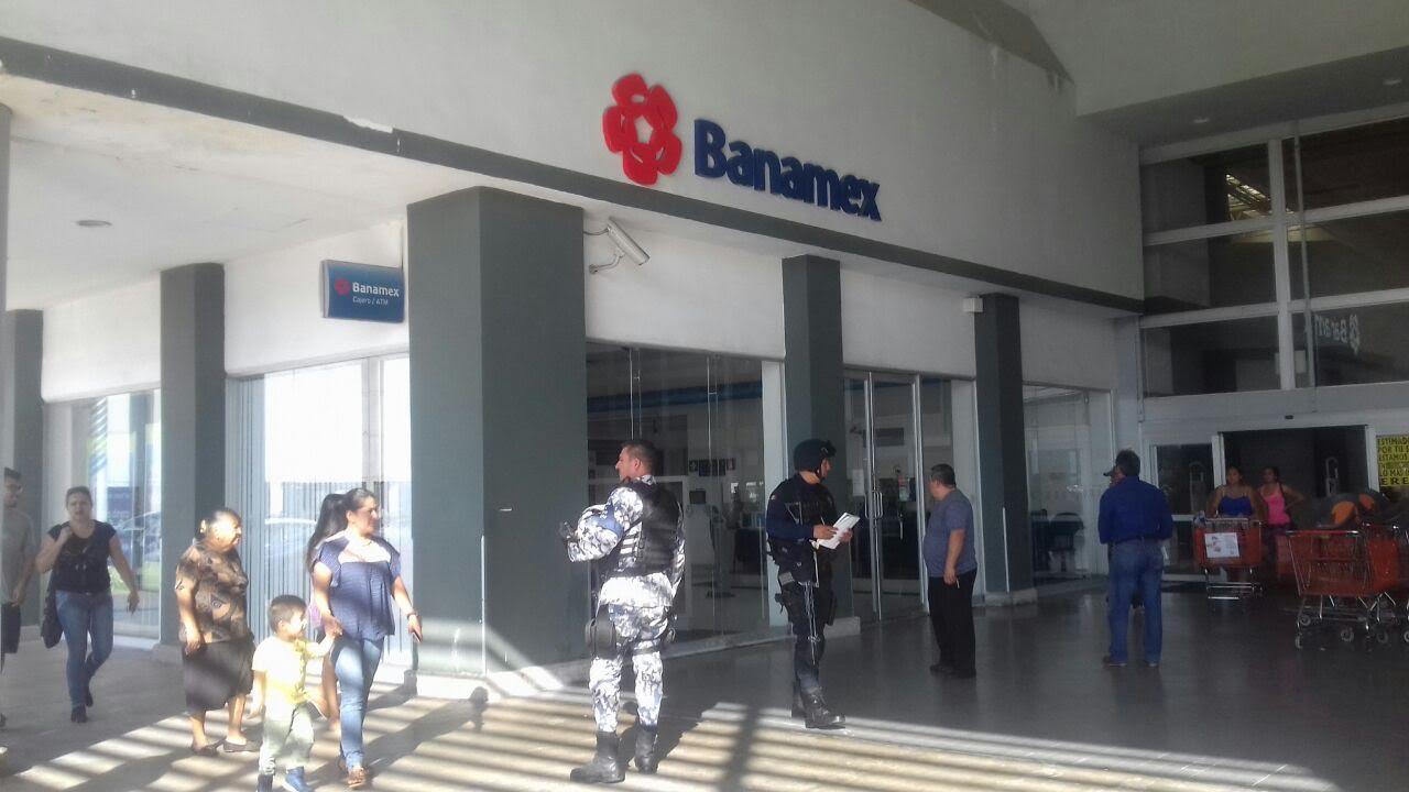 Asaltan banco en Veracruz con lujo de violencia