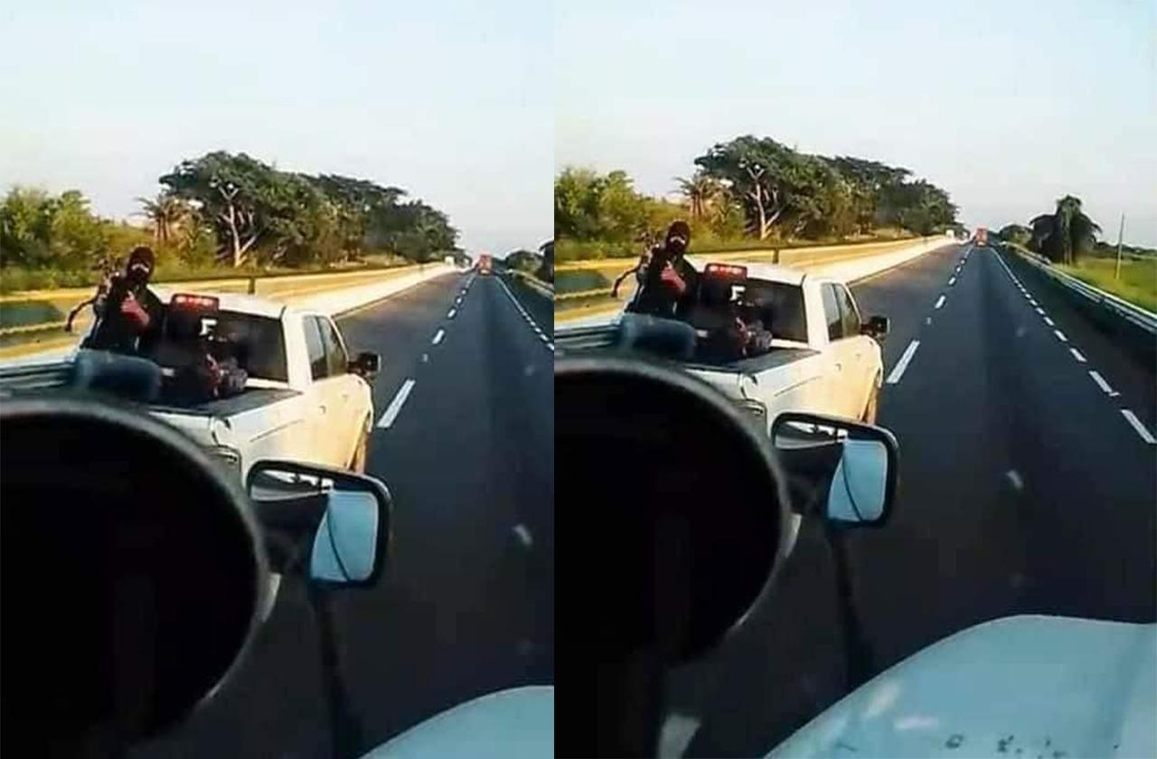 Delincuentes persiguen con armas a camioneros en carretera de Veracruz
