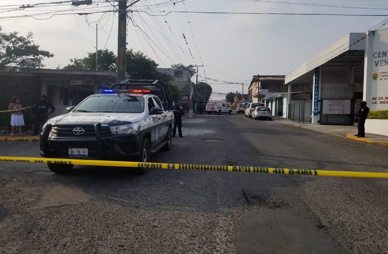 Asesinan a expolicía estatal en su negocio, en Córdoba
