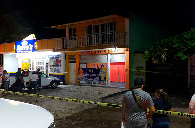 Con disparo en el rostro, matan a mujer en bar de Catemaco