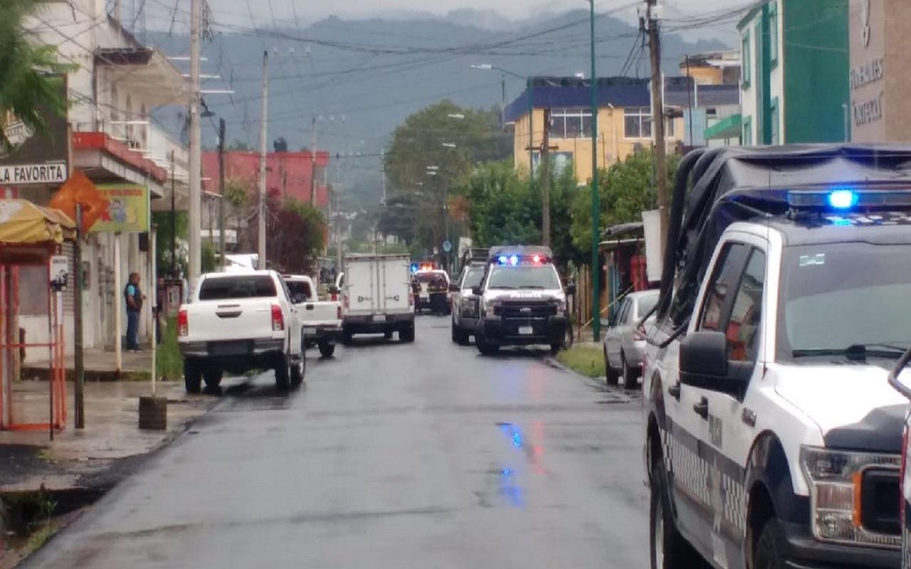 Desde un taxi acribillan a mujer policía, en Xalapa
