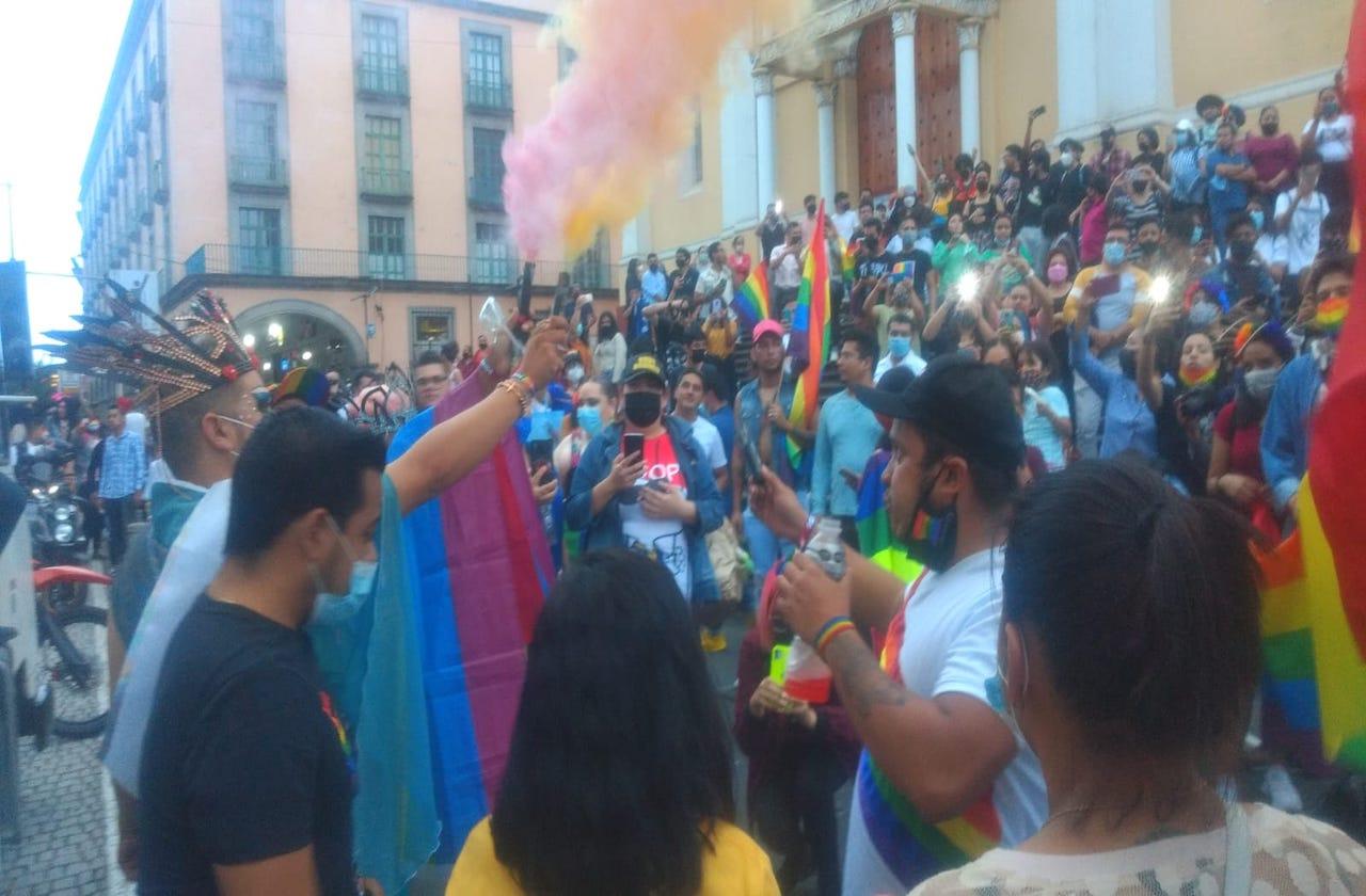 Comunidad LGBT celebra marcha del orgullo gay en Xalapa