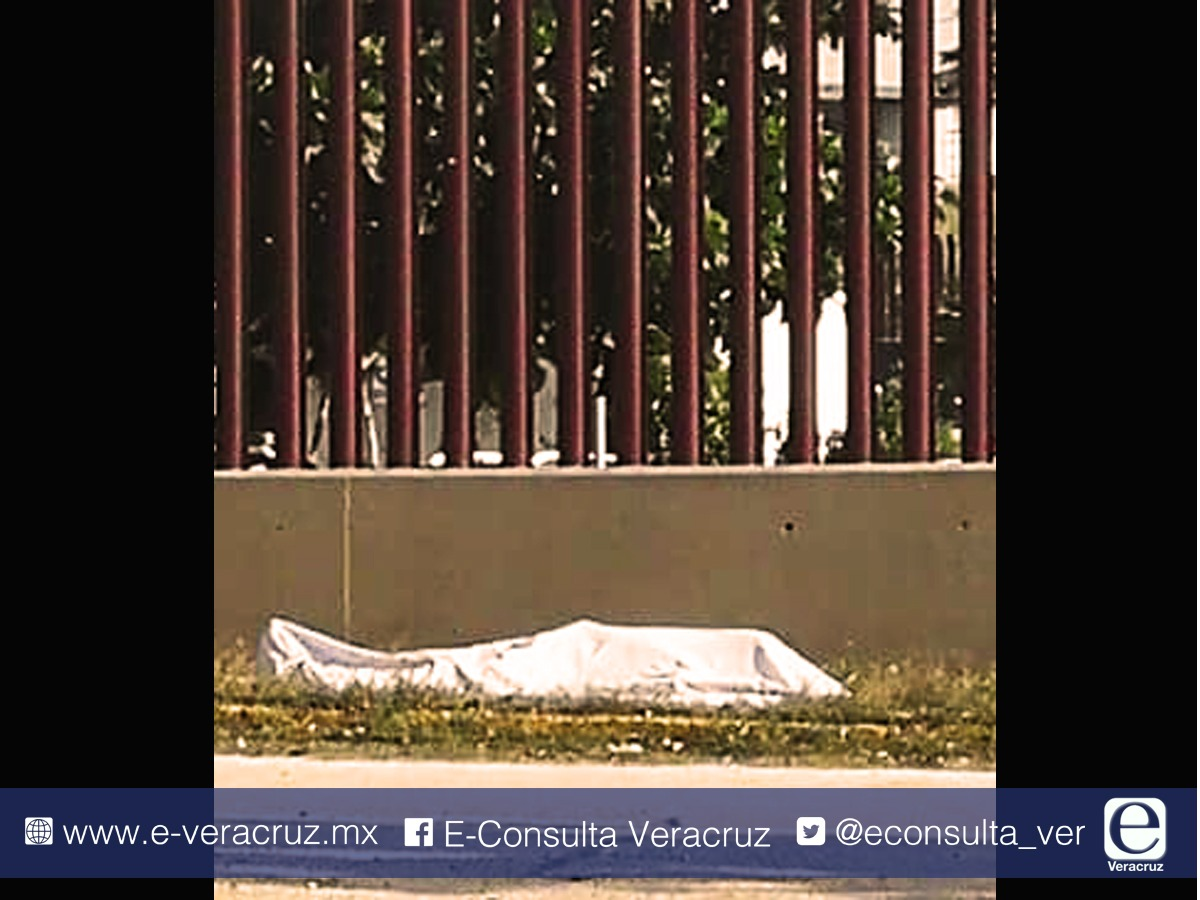 Atacan a disparos a policías afuera del Penal de Coatza