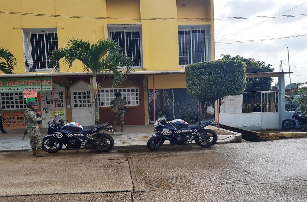 Atentan contra departamento de trabajador de la CFE, en Acayucan