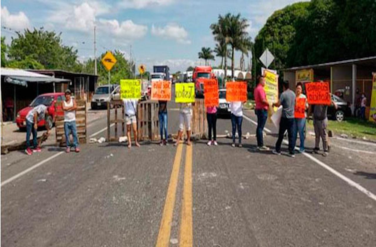 'Autodefensas' se suman a plantón en Palo Gacho