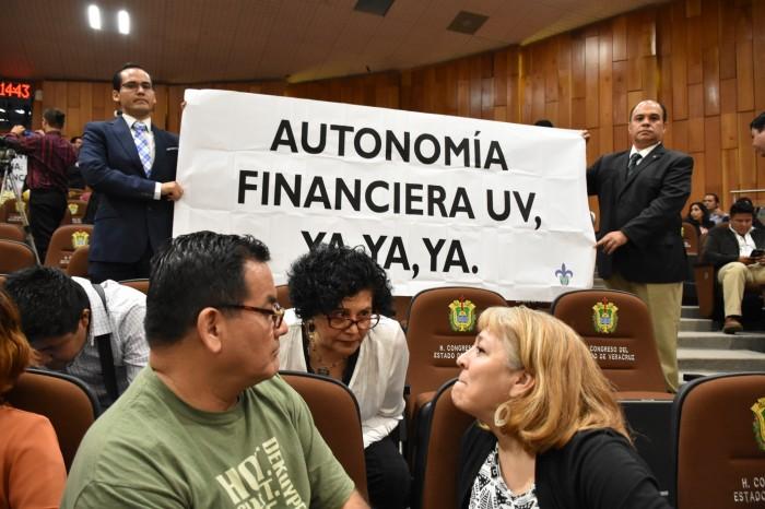Presidente de Comisión de Hacienda pide prudencia a Rectora UV