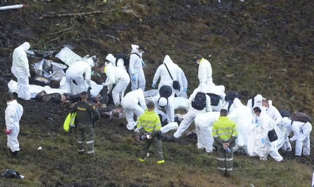 Mueren 76 personas tras accidente de avión de Chapecoense en Colombia