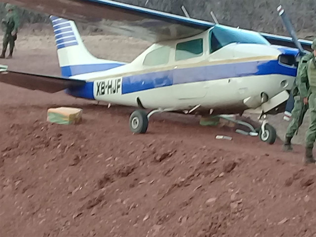 Aseguran avioneta que despegó de Veracruz cargada de cocaína