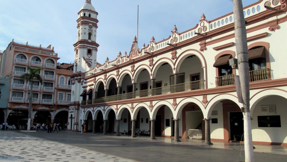 Figuran 2 aviadores en nómina del Ayuntamiento de Veracruz