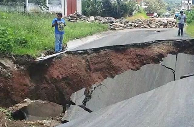 ¡Impresionante! Colapsa la carretera Xalapa-El Castillo