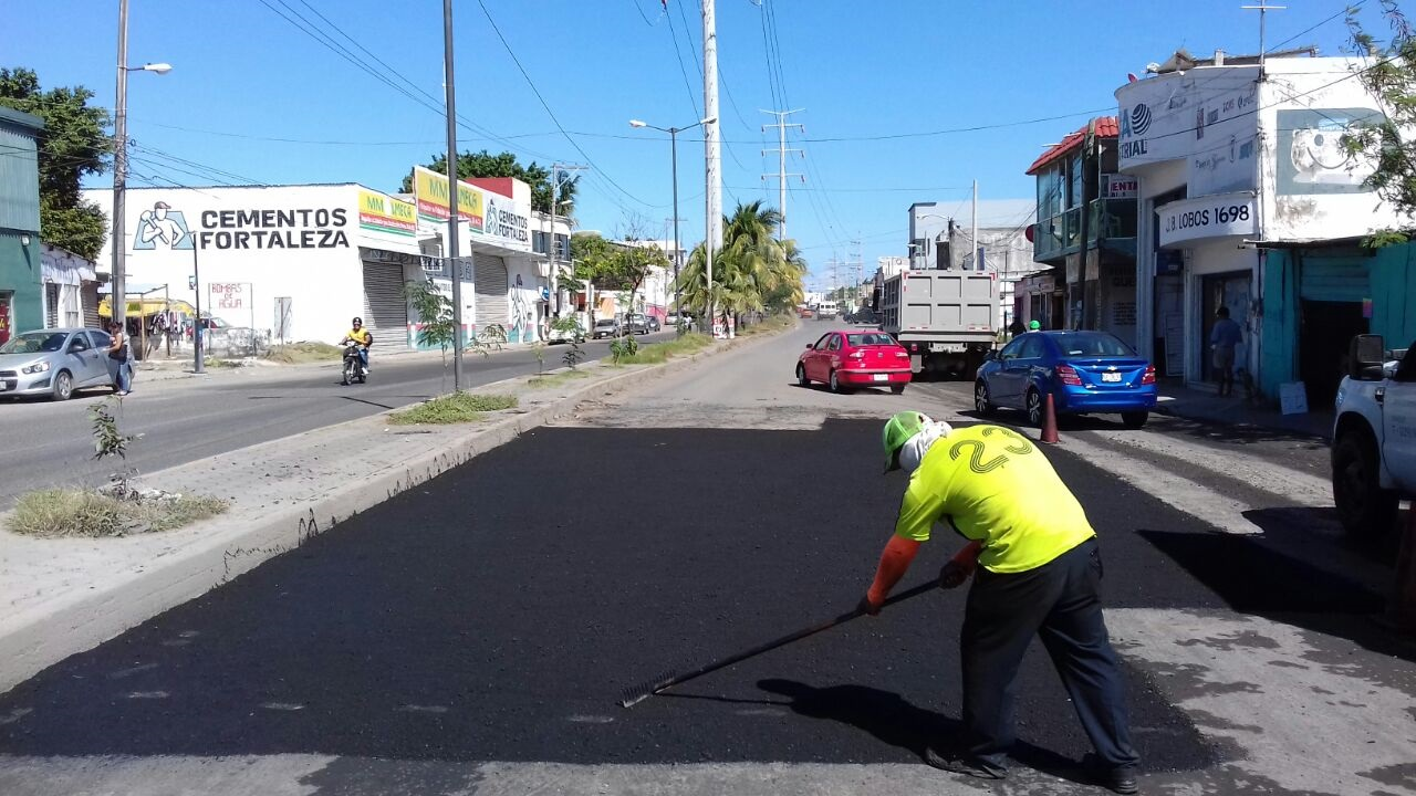 Gobierno Municipal continúa labores de bacheo en distintos puntos de la ciudad