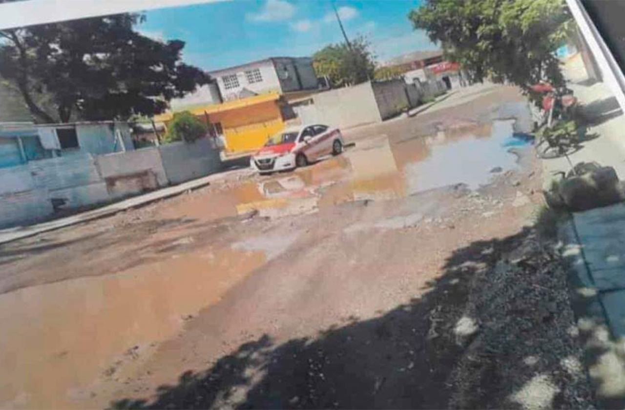 Baches causan accidentes: vecinos de colonia del puerto de Veracruz