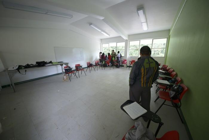 Investigan a maestros de bachillerato por pedir sobornos