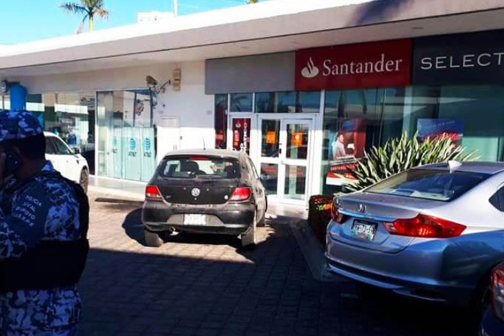 Confirmado: Cajera de Santander denunció a cliente que la acusó de dar pitazo