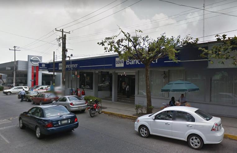 Sale del banco con 260 mil pesos y lo asaltan en Xalapa