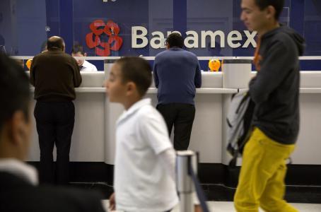 Pagan mexicanos por ahorrar en los bancos
