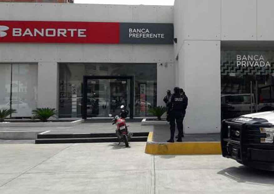 Roban 500 mil pesos a un hombre al salir de banco en Boca del Río