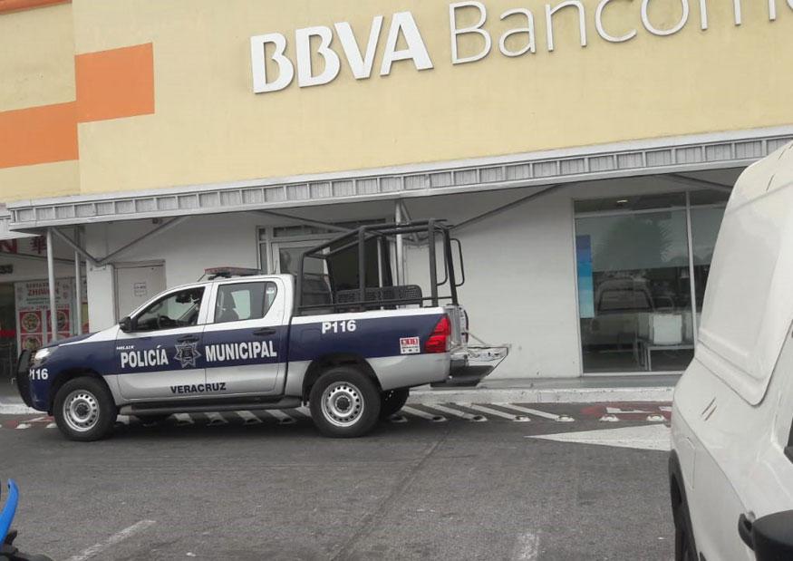 Hombres asaltan banco en El Coyol, Veracruz