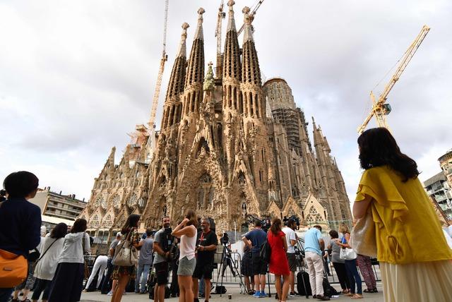 Barcelona rememora a víctimas de atentados en la Sagrada Familia