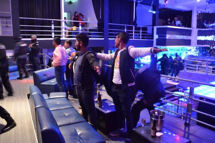 Vecinos de Xalapa exigen el cierre de 20 bares por mandato federal