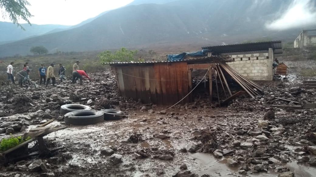 Barrancada en Acultzingo deja 2 heridos y daños materiales