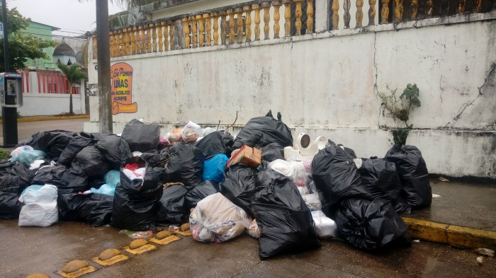 Colonias de Coatzacoalcos, inundadas de basura