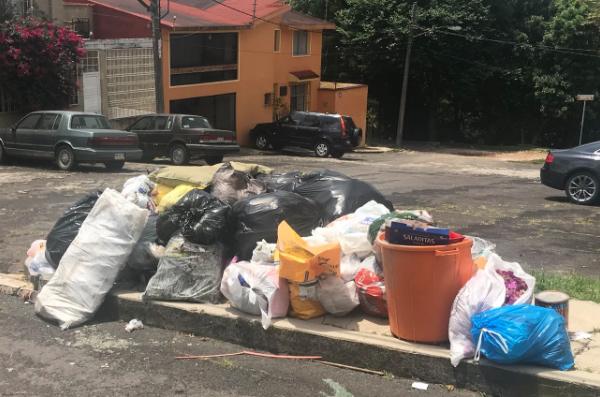 Personal de Limpia Pública no recoge basura por