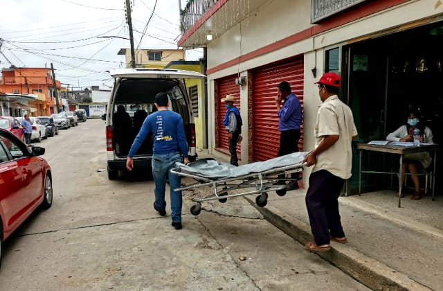Entregan cuerpos a familiares de los 12 asesinados en Las Choapas