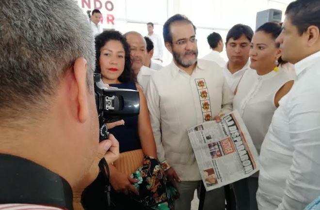 René Bejarano pide hablar de fosas y no de su pasado