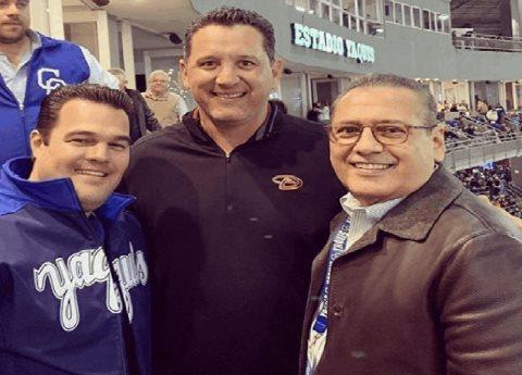 Reaparece Manlio Fabio Beltrones; acudió a estadio de béisbol