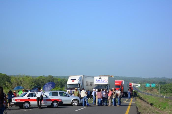 Productores de leche bloquearán carreteras de Veracruz este lunes