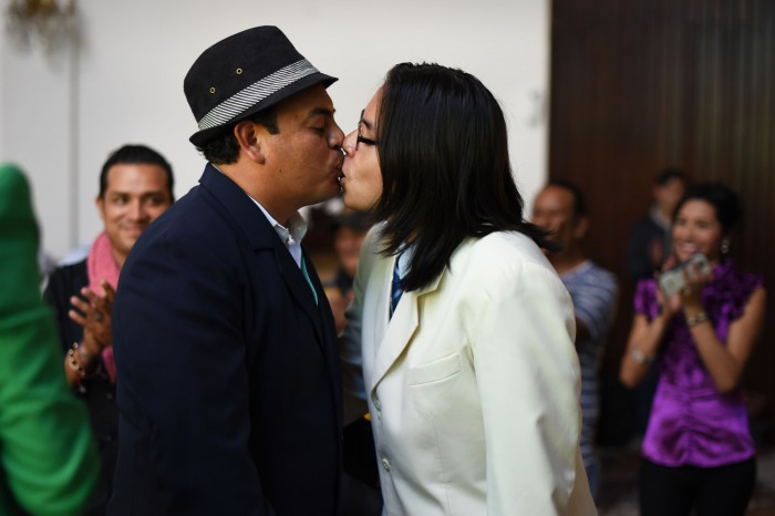 Morena va por iniciativa que garantice matrimonio igualitario