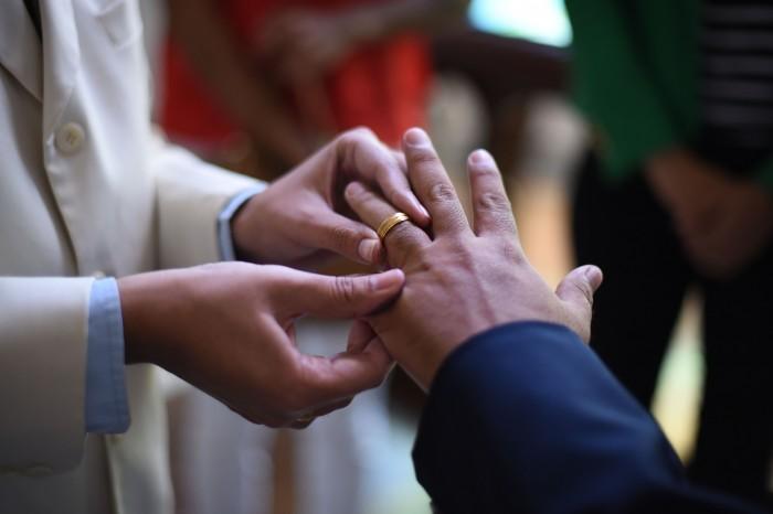 Iniciativa iguala concubinato a matrimonio y excluye a parejas gay