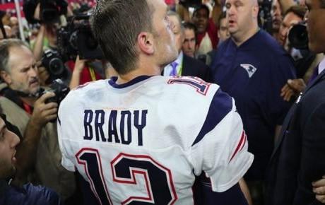 Vinculan a periodista mexicano con robo de Jersey de Tom Brady