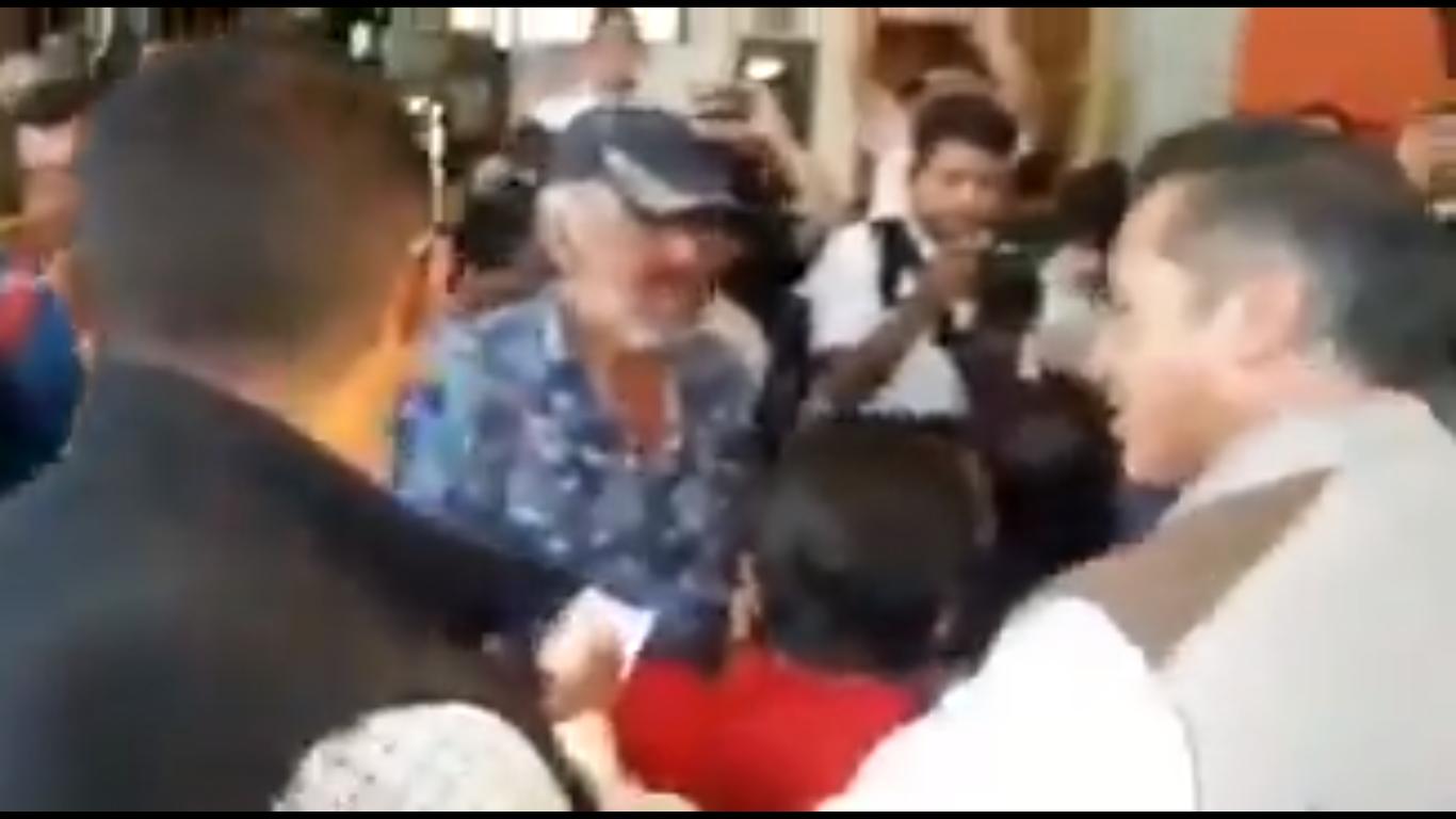VIDEO: ciudadanos le gritan