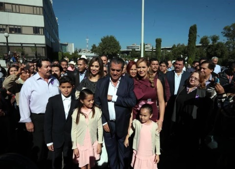 'El Bronco' registra candidatura presidencial ante el INE