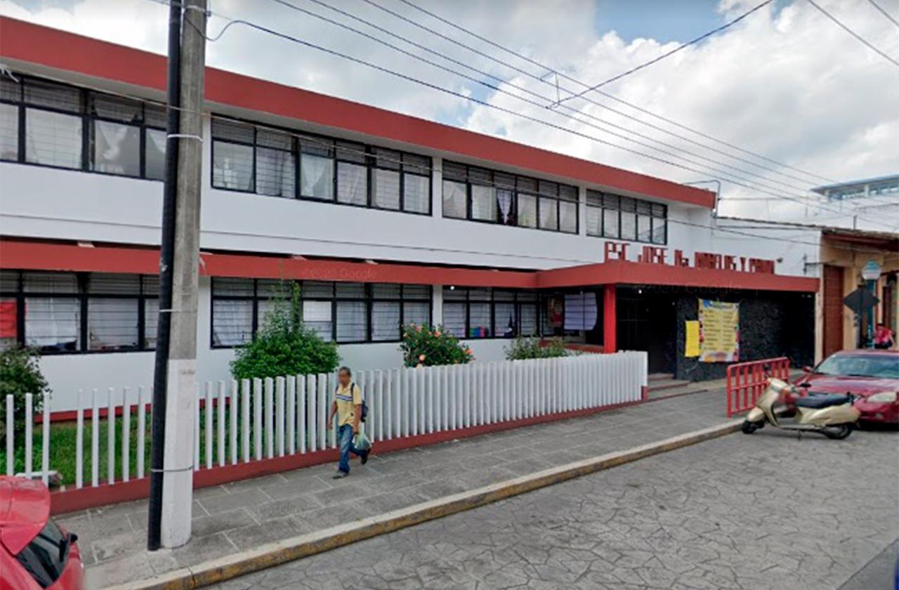Brote covid manda a todos a clases virtuales en primaria de Coatepec