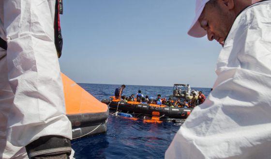 Naufraga buque con  emigrantes; 25 muertos  y 200 desaparecidos